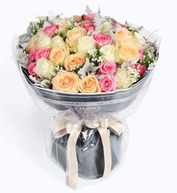 50枝鲜花(15枝香槟玫瑰18枝粉红玫瑰17枝 白色玫瑰配银叶相思梅)/多彩的季节