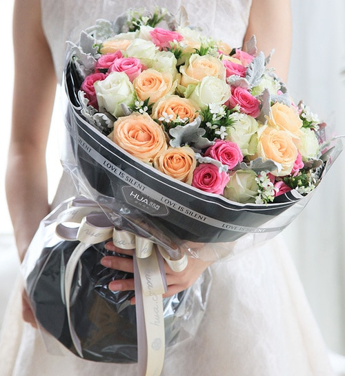 50 Stems (15 Stems Champagne Rose & 18 Stems Pink Rose & 17 Stems White Rose) with Silver Leaf & Acacia