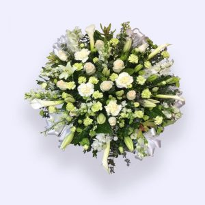 60cm (Medium) Green & White Flower Heart