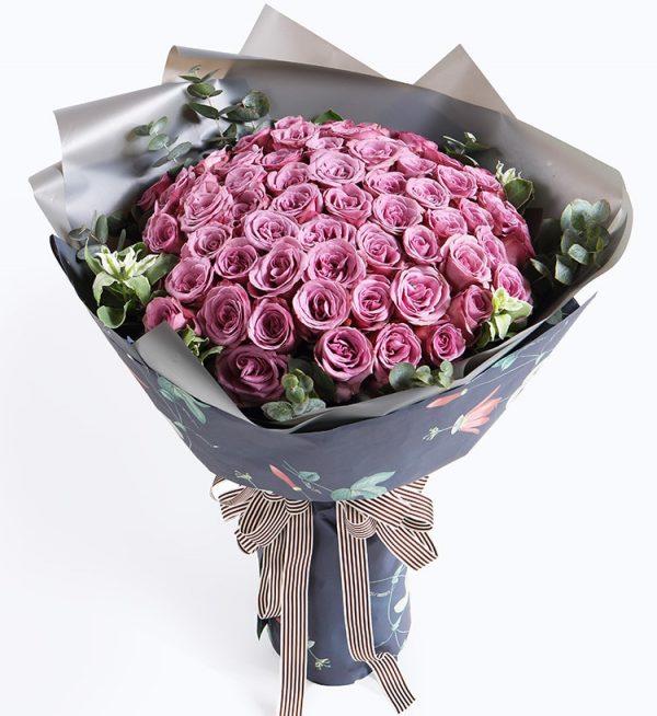 66枝紫色玫瑰配叶子等/情深款款