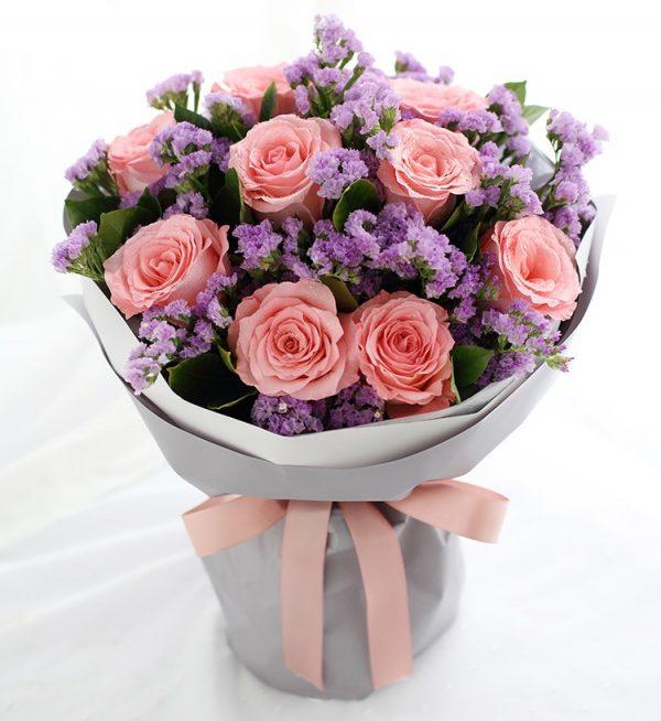 9枝粉红色玫瑰配浅紫色勿忘我/你的香气