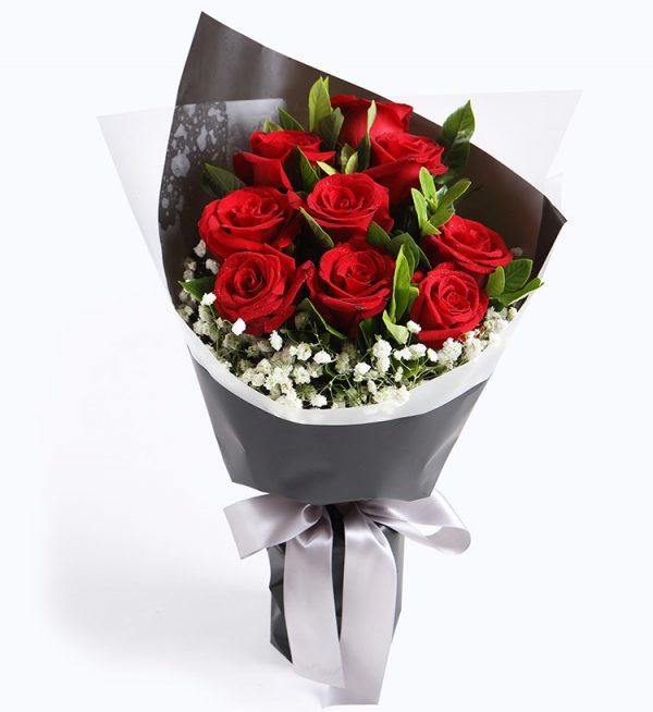 9枝红色玫瑰配满天星及叶子/爱情火花