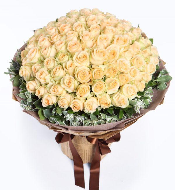 99枝香槟玫瑰配叶上花/恋恋不忘