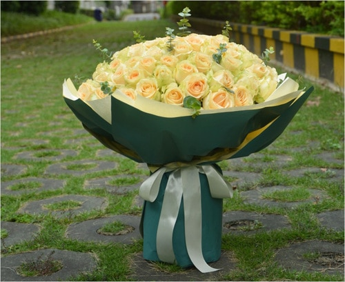 99 Stems Champagne Rose with Leaves